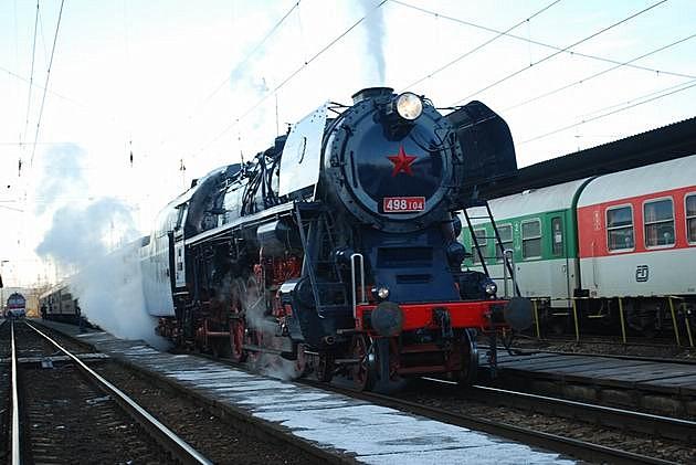 498.104 s mimoriadnym vlakom 30041 v ŽST Žilina. 29. 12. 2009 © Jaroslav Pažický