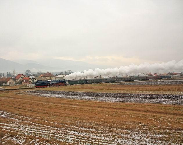 498.104 medzi Martinom a Hornou Štubňou. 2. 1. 2010 © Jozef Michalko