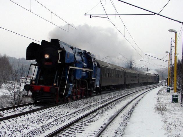 477.013 prechádza zastávkou Trebejov. 30. 12. 2009 © dispi55