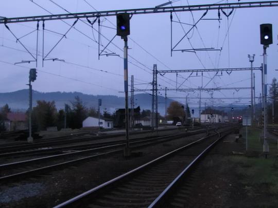 Večerní pohled na hornolidečské nádraží (28.10.2009) © PhDr. Zbyněk Zlinský