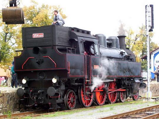 Lokomotiva 354.1217 NTM/DKV Brno při zbrojení uhlím © PhDr. Zbyněk Zlinský