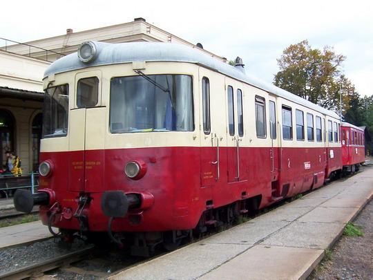 Mmotorové vozy M 240.089 a M 131.101 jako zvl. vlak ze Šternberka © PhDr. Zbyněk Zlinský