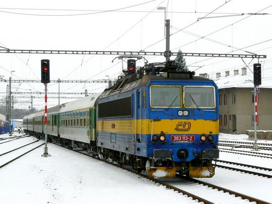 R 933 z Brna přijíždí do Šumperka © Karel Furiš