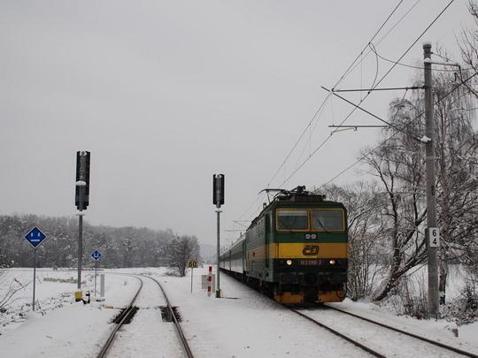 Odbočka Sudkov a od Bludova jedoucí 163.086 na R 932 © Radek Hořínek
