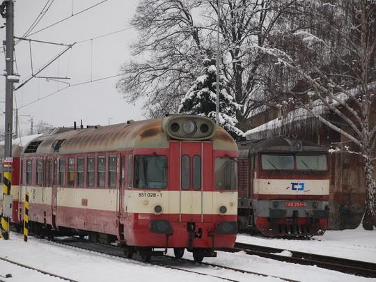 Zadrátovaná stanice s nezadrátovaným depem © Radek Hořínek
