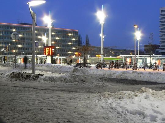 Zastávka MHD Hlavní nádraží © Karel Furiš