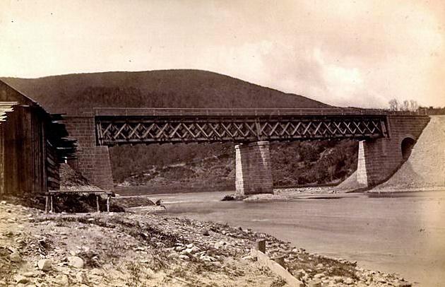 Drevený most Košicko-bohumínskej železnice cez Hornád pri Košiciach (70. roky 19. stor.) © archív ŽSR MDC