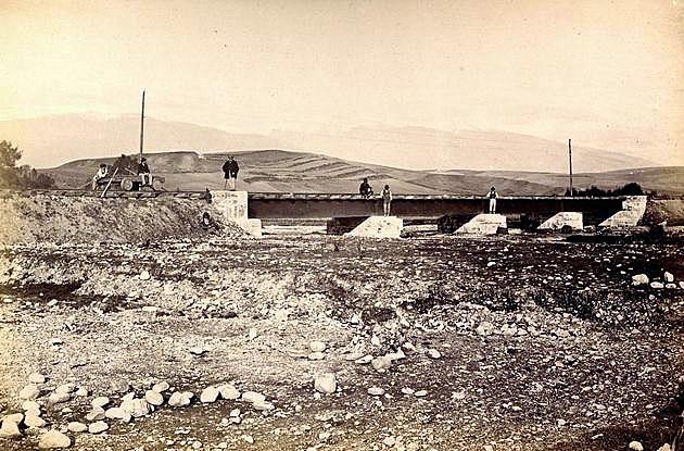 Plnostenný plechový most Košicko-bohumínskej železnice (70. roky 19. stor.) © archív ŽSR MDC