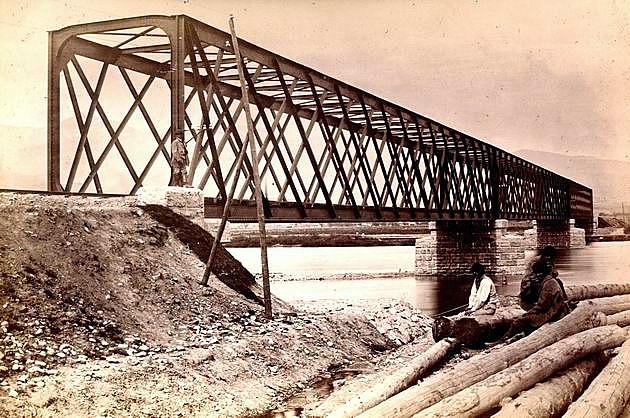 Priamopásový priehradový železný most Košicko-bohumínskej železnice cez Váh pri Turanoch (70. roky 19. stor.) © archív ŽSR MDC