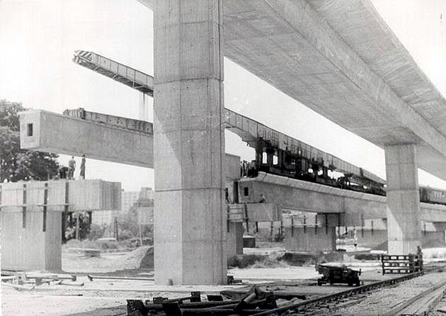 Dialnično-železničný most v Bratislave počas výstavby (80. roky 20. stor.) © archív ŽSR MDC