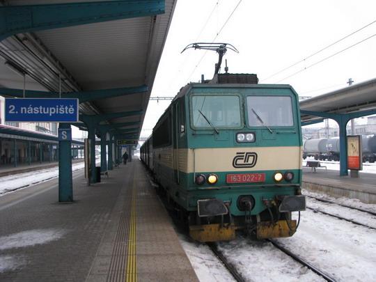 163.022-7 v čele Os 5624 Pardubice hl.n. - Jaroměř © PhDr. Zbyněk Zlinský
