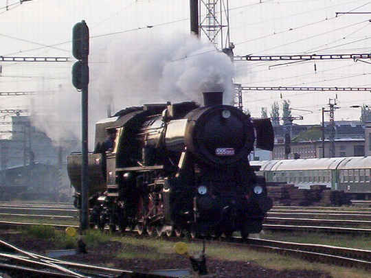 555.0153 přijíždí z depa na pardubické hlavní nádraží © PhDr. Zbyněk Zlinský