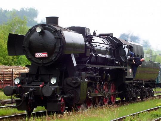 """""""Němka"""" najíždí ve Staré Pace zpět na svůj zvláštní vlak © PhDr. Zbyněk Zlinský"""