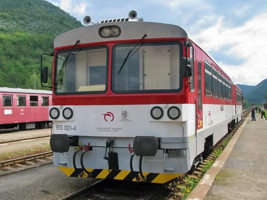 813.001-5+913.001-4 ZSSK jako Os 6402  Košice - Plešivec (3.5.2008 - Plešivec) © PhDr. Zbyněk Zlinský
