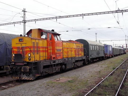 730.613-7 firmy Šauer na pracovním vlaku TSS v žst. Hradec Králové hl.n. dne 7.10.2006 © PhDr. Zbyněk Zlinský