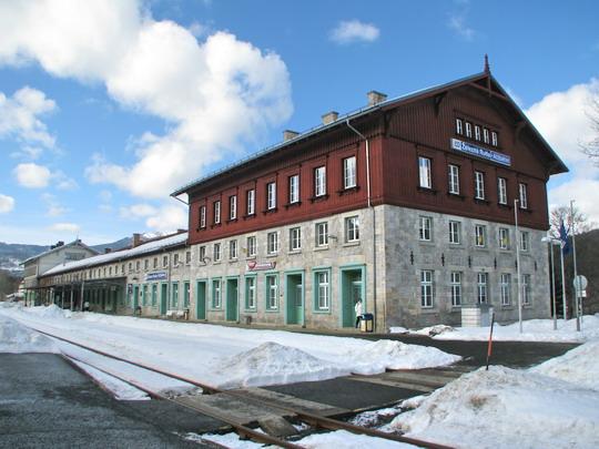 Staniční budova  Železná Ruda-Alžbětín/Bayerisch Eisenstein z české strany © PhDr. Zbyněk Zlinský
