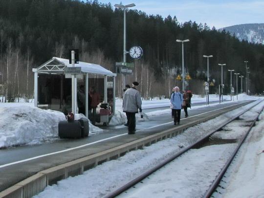 Čekající klienti Waldbahn v žst. Bayerisch Eisenstein © PhDr. Zbyněk Zlinský