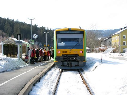 Souprava VT 24 + VT 25 RBG přijela k nástupišti žst. Bayerisch Eisenstein jako Os 7576/RB 32427 Špičák - Plattling © PhDr. Zbyněk Zlinský