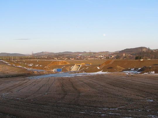 Stavba přeložky tratě v úseku Hořovice - Zdice (foto z R 761) © PhDr. Zbyněk Zlinský