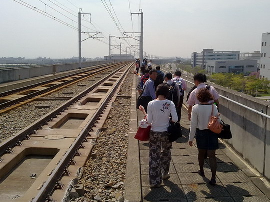 04.03.2010 - Tainan: evakuácia cestujúcich po vykoľajení vlaku © Arthas, www.hotmail.com