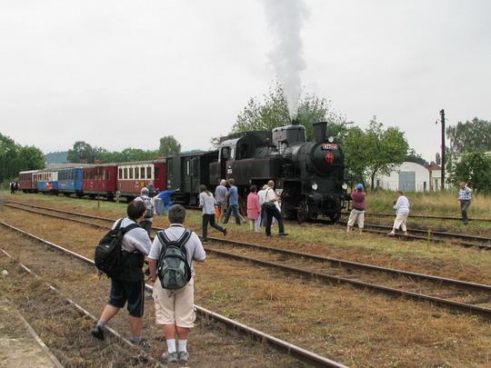 423.0145 v čele soupravy vlaku 39446 z Dobrušky do Opočna a její obdivovatelé (7.9.2008) © PhDr. Zbyněk Zlinský