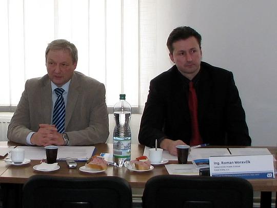 Ing. Vladimír Záleský, jednatel společnosti OREDO a Ing. Roman Moravčík, ředitel KCOD na hradecké tiskovce k JŘ (24.11.2009) © PhDr. Zbyněk Zlinský