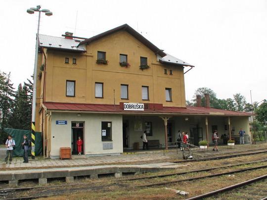 Staniční budova v Dobrušce v době oslav 100. let lokálky (7.9.2008) © PhDr. Zbyněk Zlinský