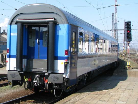 Vůz Bmz245 č. 002 odjíždí na konci Os 3712 do Olomouce © PhDr. Zbyněk Zlinský