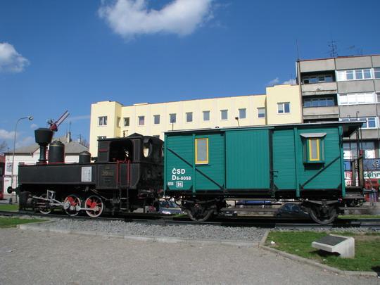 310.0102 a D 6-0058 mají pro jistotu kola ke kolejím navařena © PhDr. Zbyněk Zlinský
