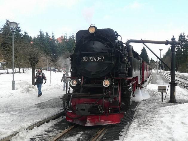 Lokomotiva řady 99.7240 HSB dobírá vodu ve stanici Drei Annen Hohne před další cestou na Brocken. 27.2.2010 © Tomáš Kraus