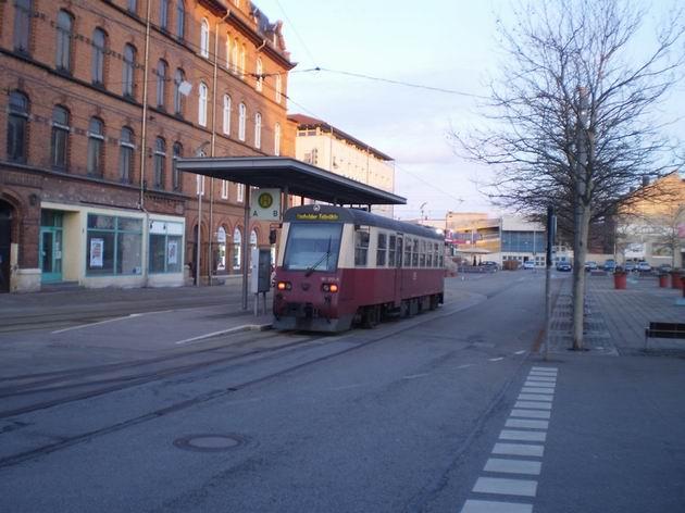 Motorový vůz řady 187.017 HSB stojí na tramvajové konečné u nádraží v Nordhausenu. 27.2.2010. © Jan Přikryl
