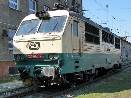 151.012-2 přišla k úhoně naštěstí před přistavením do vyvazovací opravy  © PhDr. Zbyněk Zlinský