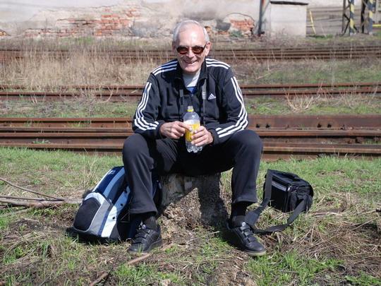 Autor šťastně sedící na svém pařízku © Radek Hořínek