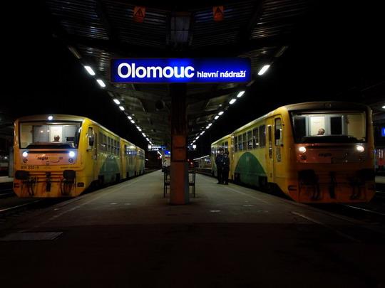 5.4.2010 - Olomouc hl.n.: 814.232, Os3545 + 814.008, Os3621 © Radek Hořínek