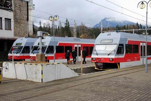 Počas sviatkov bola frekvencia cestujúcich pomerne vysoká. ZSSK Slovnsko nasidilo zdvojené súpravy. © Ivan Wlachovský