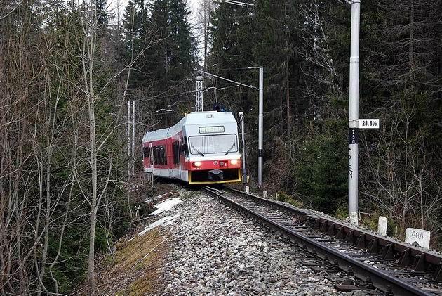 Vlak TEŽ vedený 452.961 za ŽST Štrbské Pleso. © Ivan Wlachovský