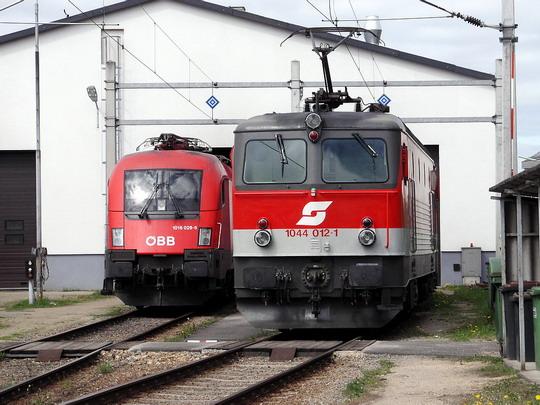 Lokomotivy 1016.026-5 a 1044.012-1 v depu Gmünd NÖ © PhDr. Zbyněk Zlinský