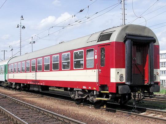 Rekonstruovaný přípojný vůz 042.001-8 v Českých Budějovicích © PhDr. Zbyněk Zlinský