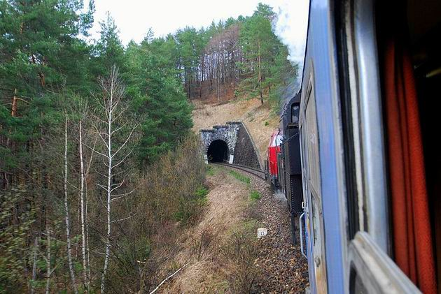 Vlak OsSv 30143 na trati 145 © Ivan Wlachovský