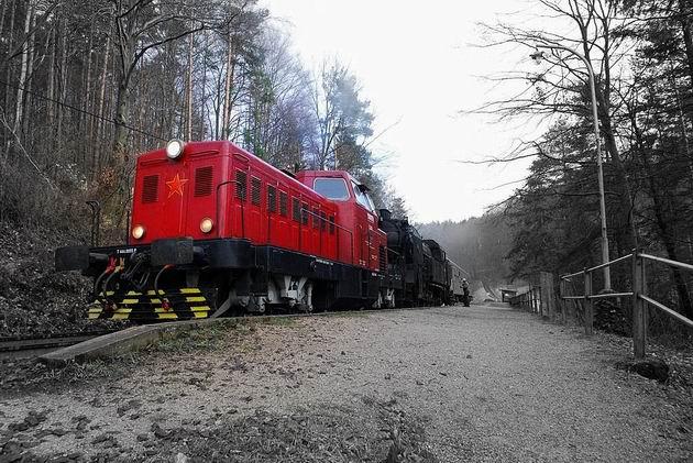Vlak OsSv 30143 na zastávke Remäta © Ivan Wlachovský