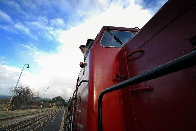 Vlak OsSv 30143 v ŽST Sklené pri Handlovej © Ivan Wlachovský
