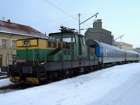 113.002-0 se soupravou ve šturcu táborského nádraží © Jiří Řechka