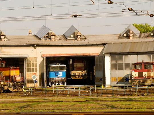 Pohled do břeclavského depa přes okno EC 272 © Jiří Řechka