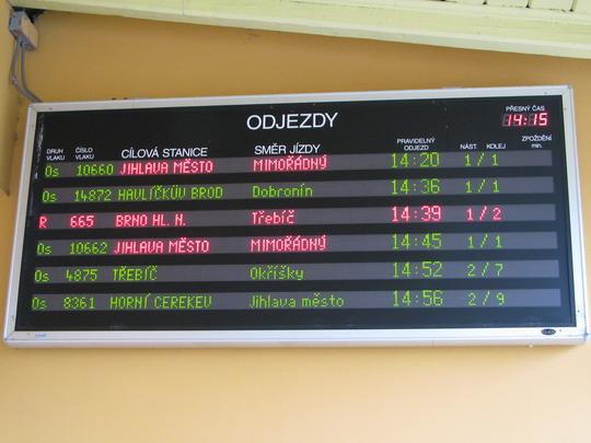 Odjezdy zvláštních vlaků na informační tabuli v žst. Jihlava © PhDr. Zbyněk Zlinský