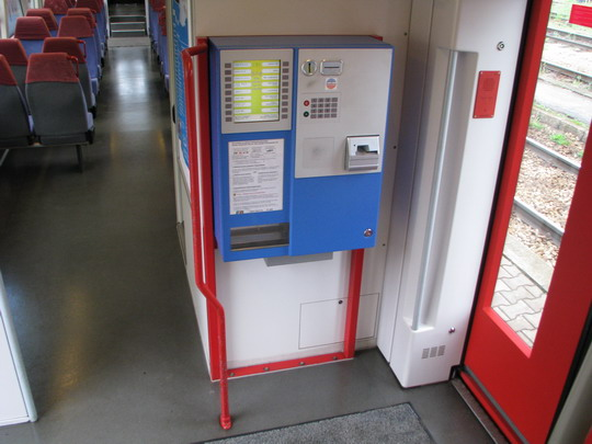 Automat na jízdenky skutečného provozovatele vozu VT 009, tedy Erfurter Bahn GmbH © PhDr. Zbyněk Zlinský