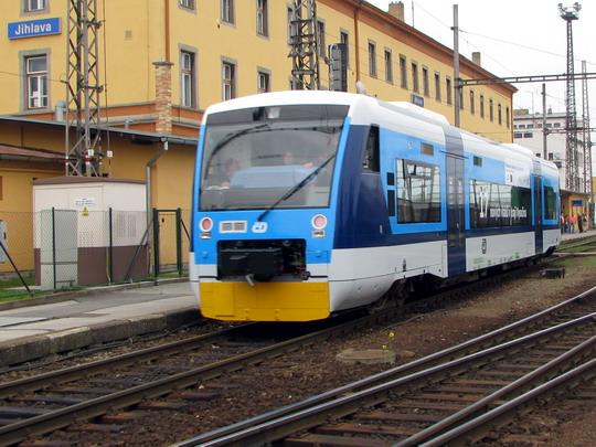 Regio-Shuttle odjíždí z Jihlavy jako Os 8363 do Horní Cerekve © PhDr. Zbyněk Zlinský