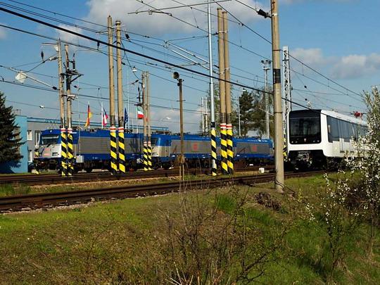 380 002, 380 003, 380 001 a další vozidla © Jiří Řechka