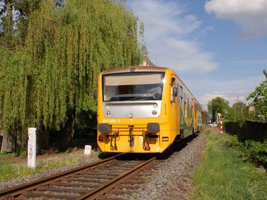 07.05.2010 - v Olomouci: 914.037, Os14035, Regionova na trati SŽDC 275 © Radek Hořínek