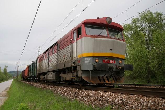 751. 191 vchádza do ŽST Považská Bystrica © Milan Vojtek