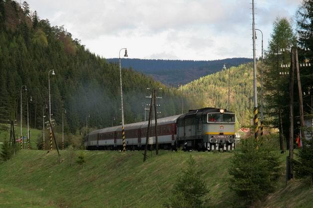 R 810 Horehronec odchádza z Červenej Skaly. © Milan Vojtek